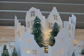 Diy Weihnachtliche Fensterdeko Mit Hübscher Häuserzeile Aus