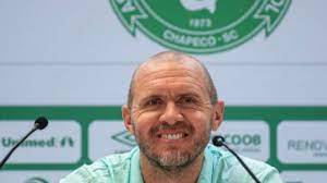 Em busca de técnico, nome de Mozart Santos, ex-Chape é ventilado para  comandar o Cruzeiro