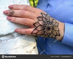 Tetování Ve Tvaru Květiny Na ženské Ruce Stock Fotografie