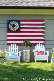 love this patriotic flag made from a fence and the wreath instead of stars kellyelko