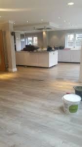 What color laminate flooring with oak cabinets White Kitchen Dark Wood Laminate Flooring Floors In Kitchen With Oak Cabinets Problems Vs What Color Floor Goes Waldobalartcom Wood Floors With Oak Cabinets Waldobalartcom