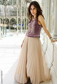 Gorgeous maxi skirts outfits ideas Pencil Skirt Maxi Pleated Skirt Outfit Idea Pretty Designs How To Wear Pleated Skirts Pretty Designs