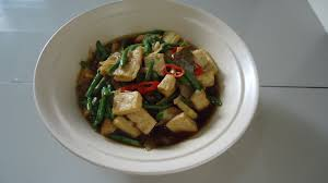 Tumis kacang panjang tahu adalah hidangan yang sangat banyak digemari karena menggunakan bahan utama yang mudah dijumpai di pasar. Zara Baking Resep Tumis Kacang Panjang Tahu