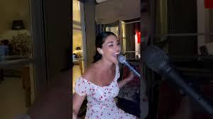 Belen Rodriguez canta in diretta su Instagram - YouTube