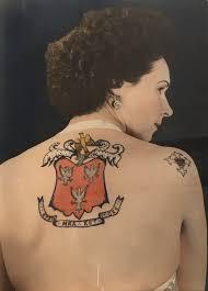 Tetování Nadchne I Ji Samotnou Záda Ji Zdobí Rodinný Erb Dílo Otce