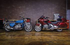 2018 honda wing.  wing the 2018 honda gold wing right along with one that started it all throughout honda wing e