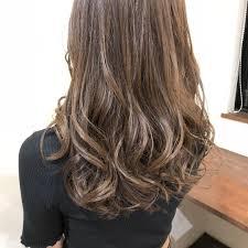 冬の髪色ヘアカラーはレディースに人気のアッシュ系はどれ