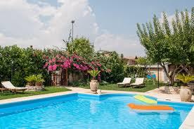 Ten Poolside Decor Ideas
