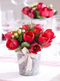 festive tulips christmas flower arrangements ideas33