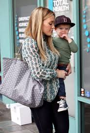 Louis gm in green and her cute son luca. Hilary Duff Baby Gym Class Tory Burch Blouse Goyard Tote Le Frame Jeans Brian Atwood Pumps 2 Fashion Bomb Daily Style Magazine Celebrity Fashion Fashion News What To Wear Runway Show Reviews