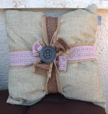 how to make outdoor burlap pillows