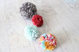 how to make yarn pom poms that don t