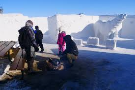 Ils apparaît pour la première fois lors de l'arrivée de teresa et est chargé de s'en occuper. Le Buzz Du Jour Au Canada Le Plus Grand Labyrinthe A Neige Du Monde