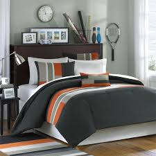 love this bedding for a guys dorm room