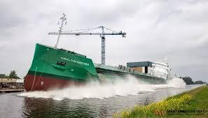 Tewaterlating - bulkschip Arklow Archer - bij scheepswerf Ferus Smit -  Menterwolde.info