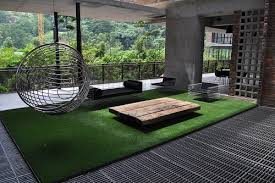 fake grass rug in outdoor living room