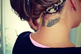 крылья тату на шею