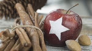 Weihnachtstischdeko Mit Früchten äpfel Und Orangen