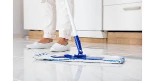 Cuidado ao limpar móveis, vidros e. Limpar Porcelanato E Facil Saiba O Que Fazer Para Deixar O Piso Brilhando
