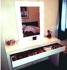 hollywood vanity table lighted