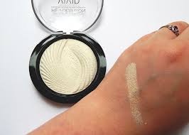 makeup revolution baked highlighter in golden lights including swatch