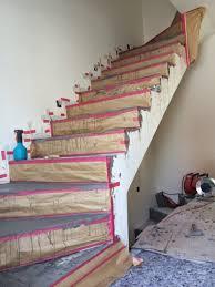 """Hierzu wird der beton mit einer stange """"eingestochert. Beton Cire Oberflachen In Beton Look Betontreppe Beschichten Beschichtung In Betonoptik Mit Besser Bauen Beton Cire Uniq Betontreppe Sichtbeton Treppe Treppe"""