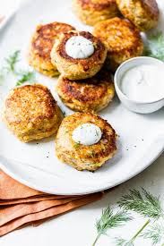 salmon croquettes with dill sauce