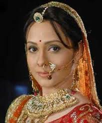 ... on Zee TV is presently seeing a tough track where the audience saw Abha's (Suhasi Dhami) daughter being carried away by Vasundhara (Natasha Sharma). - 897_natas