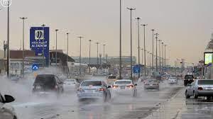 بالصور.. أمطار غزيرة تغسل شوارع الرياض