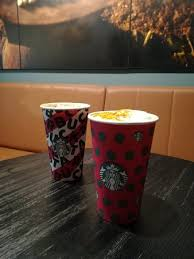 Description this is starbucks quintessential dark roast—expertly crafted to bring out sweetness and intensity. Les Gobelets De Noel Toasted Marshmallow Hot Chocolate Picture Of Starbucks Coffee Angers Angers Tripadvisor