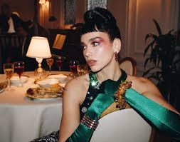 Born () 22 august 1995) is an english singer and songwriter. Dua Lipa S We Re Good Music Video Is A Lesson In Runway History Cr Fashion Book
