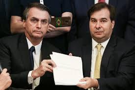 Resultado de imagem para bolsonaro e Rodrigo Maia