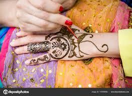 представление о человеческой руки оформленный с тату хной мехенди