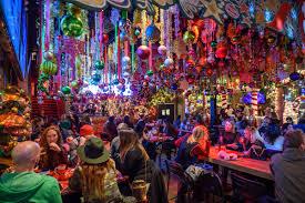 Light Up Pop Up Santa Wrigleyvilles Santa Baby Bar Revels In Holiday Kitsch