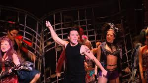 Erstaunliche zwölf jahre mit kaum fassbaren 4.600 shows dauerte allein die auftrittsserie im londoner dominion theater. Wwry Cast Performing We Will Rock You Youtube