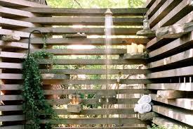 I Wooden Pallet Outdoor Shower