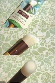 ecotools sponge brush. ecotools is hands down my favorite makeup tool brand. in fact, 90% of brushes are from ecotools! their quality amazing and the price unbeatable. ecotools sponge brush