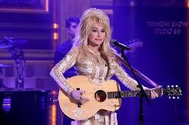 dolly parton performs on august 23 2016 photo by andrew lipovsky