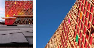 Assi Di Legno Colorate : Il teatro rosso con un cuore verde prefabbricazione in legno a