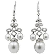 18 kt gold south sea pearls 2 88 ct diamond chandelier earrings for