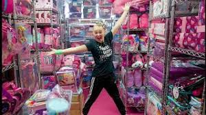 So jojo siwa has a bed room spred online at kmart and walmart and amazon so yeah which is so awesome that she has a bed room bed bed.not believe that she came out with bed stuff too i didn't even know that it was even nout in stores either but it is very exciting bed room stuff by jojo. Jojo Siwa Merch Room Tour Youtube
