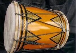 Alat musik ini dimainkan secara bersamaan dengan alat musik tradisional yang lain seperti aramba dan pakpak. 40 Contoh Alat Musik Tradisional Sumatera Cara Bermainya Hamparan