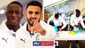 RIYAD MAHREZ vs BENJAMIN MENDY | Christmas Present Wrapping Competition! 🎁  - YouTube
