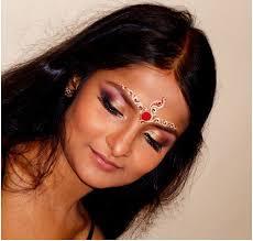 hindu bridal makeup eye and cheek makeup with forehead decoration pinit