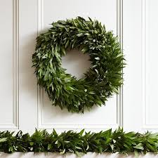 10 Easy Pieces: Garlands and Boughs to Deck Halls
