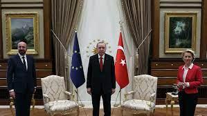 """Ehm…"""": Kein Stuhl für von der Leyen auf Treffen mit Erdogan übrig – Video"""