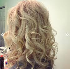 This hairstyle can be ideal for women with oval, oblong, and diamond face shapes. Gorgeous Wedding Hairstyles For The Older Women In Your Life