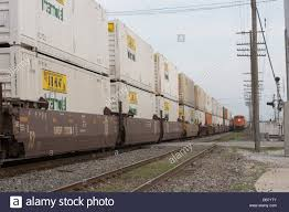 Jb Hunt Intermodal Jb Hunt Freight Containers On A Bnsf Double Stack Intermodal