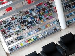 Free Standing Retail Display Units Retail Display Units With Inclined Shelves Archiproducts 87