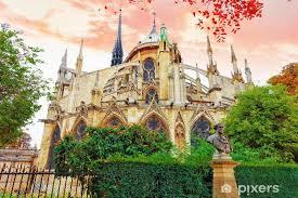notre dame de paris cathedral garden